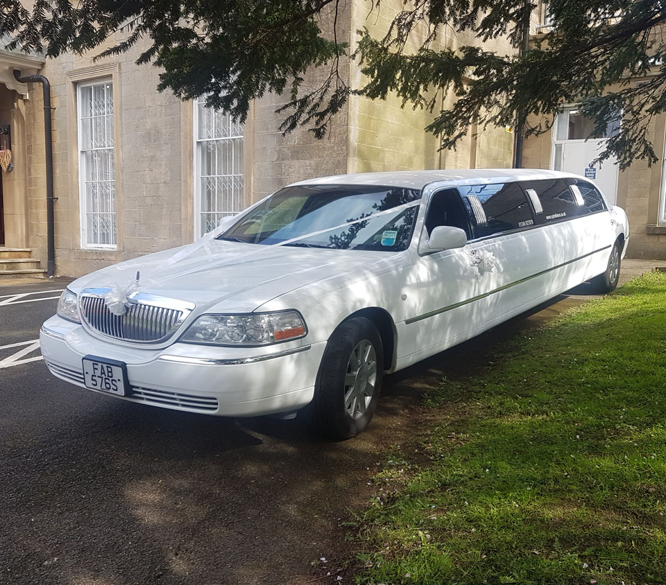 8 Seater White Limo (1)